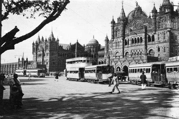 Trams outside the Victoria Railway Station in Bombay in 1915. Photo: General Photographic Agency/Getty Images